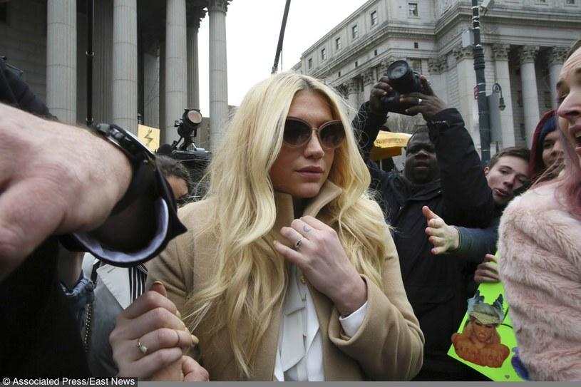 19 lutego sąd w Nowym Jorku nie przychylił się do prośby Keshy i nie zezwolił na zwolnienie wokalistki z jej kontraktu z Sony. Oznacza to, iż gwiazda nadal musi nagrywać muzykę ze swoim menedżerem i producentem Dr. Luke'em, którego w 2014 roku oskarżyła o znęcanie się nad nią i molestowanie seksualne.