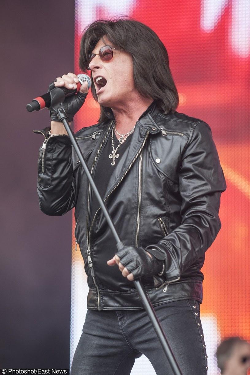 Wiadomość o powrocie Ritchiego Blackmore'a do grania rocka zelektryzowała wielu fanów byłego gitarzysty Deep Purple. Sceptyczny pozostał za to Joe Lynn Turner, były wokalista Rainbow.