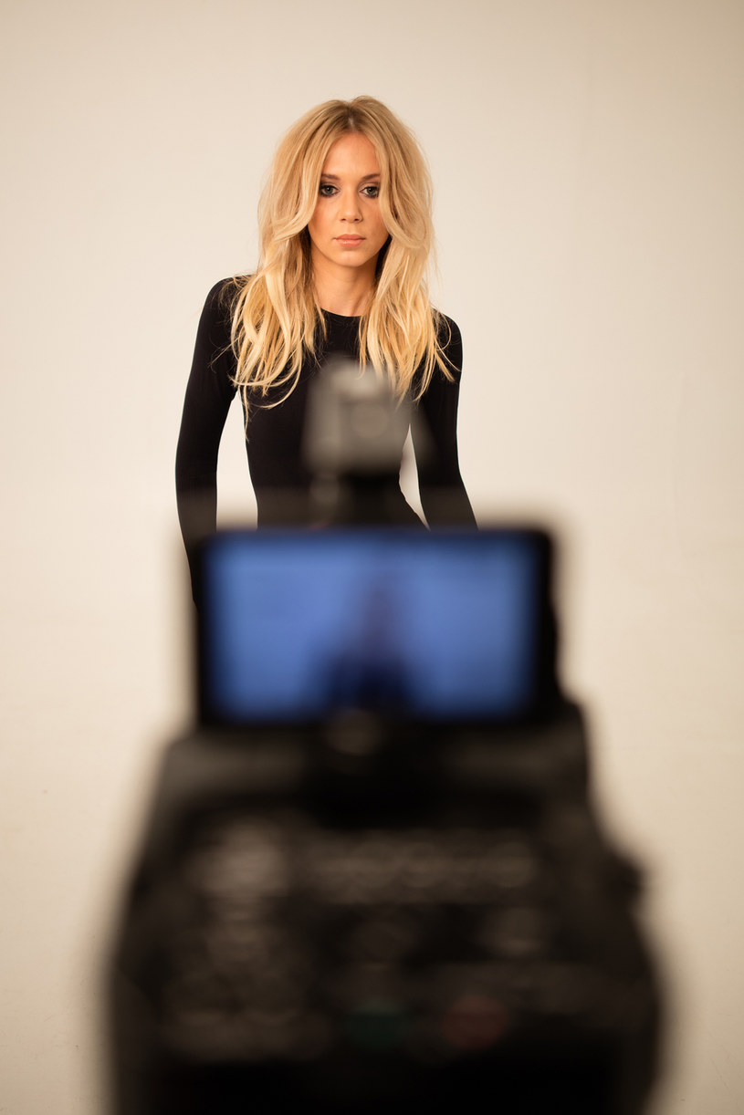 """Utwór """"Addiction"""" Kasi Moś znalazł się w gronie dziewięciu piosenek zakwalifikowanych do finału polskich preselekcji do Eurowizji. Teraz wokalistka prezentuje teledysk do tej piosenki."""