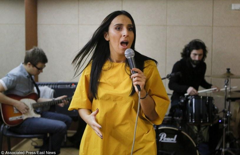 """W tegorocznym Konkursie Piosenki Eurowizji w Sztokholmie Ukrainę będzie reprezentować Dżamala (Jamala) - wokalistka o korzeniach krymsko-tatarskich. Piosenkarka zaprezentuje utwór """"1944"""" opisujący losy Tatarów krymskich podczas II wojny światowej. Rosyjscy deputowani chcą zablokować występ Dżamali."""