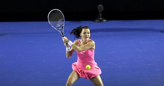 Rozstawiona z numerem trzecim Agnieszka Radwańska wygrała z Ukrainką Kateryną Bondarenko 6:4, 6:4 w drugiej rundzie turnieju tenisowego WTA w Dausze. O ćwierćfinał powalczy z Jeleną Jankovic lub Monicą Niculescu.
