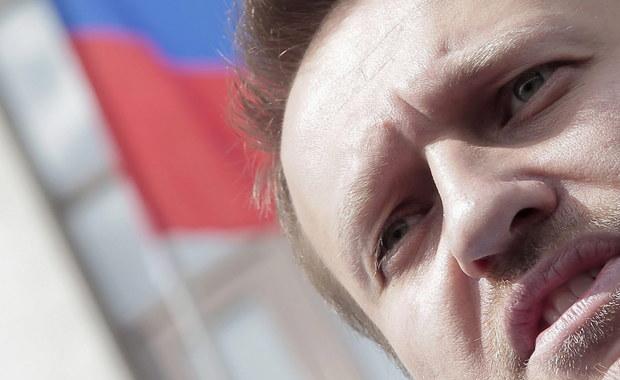 """Europejski Trybunał Praw Człowieka w Strasburgu orzekł, że Rosja naruszyła prawo jednego z liderów opozycji Aleksieja Nawalnego do uczciwego procesu oraz zarządził wypłacenie mu 56 tysięcy euro z tytułu kosztów sądowych i poniesionych szkód. W opinii trybunału wyrok rosyjskiego sądu był """"arbitralny"""" i można się obawiać, że """"miał polityczny charakter""""."""