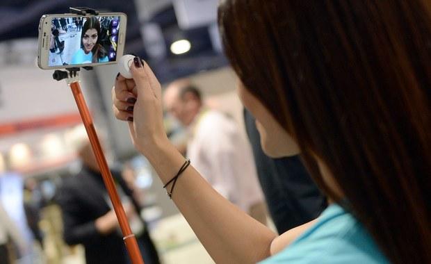 """MasterCard chce zrezygnować z tradycyjnego kodu pin, czy hasła. Ma umożliwić swoim klientom zatwierdzanie mobilnych płatności zdjęciami """"selfie""""."""