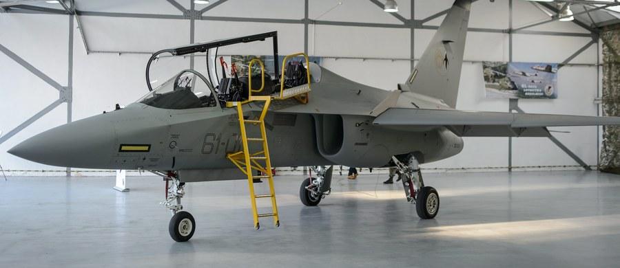 Produkcja pierwszego samolotu szkolnego M-346 dla polskiego wojska weszła w końcową fazę. Delegacja z dowódcą generalnym rodzajów sił zbrojnych gen. broni Mirosławem Różański odwiedzi dziś włoską fabrykę i zapozna się z uwagami naszych pilotów-instruktorów. Polscy piloci szkolą się we Włoszech.