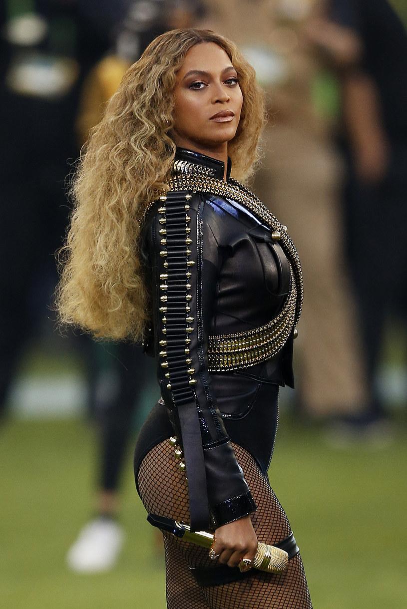 """Eksperci i dziennikarze twierdzą, że obecny rok może należeć do Beyonce. Według nieoficjalnych informacji wokalistka wyda w tym roku dwie płyty. Premiera pierwszej odbyć ma się w kwietniu. Dodatkowo artystkę może zadowalać sprzedaż biletów na jej trasę """"Formation""""."""