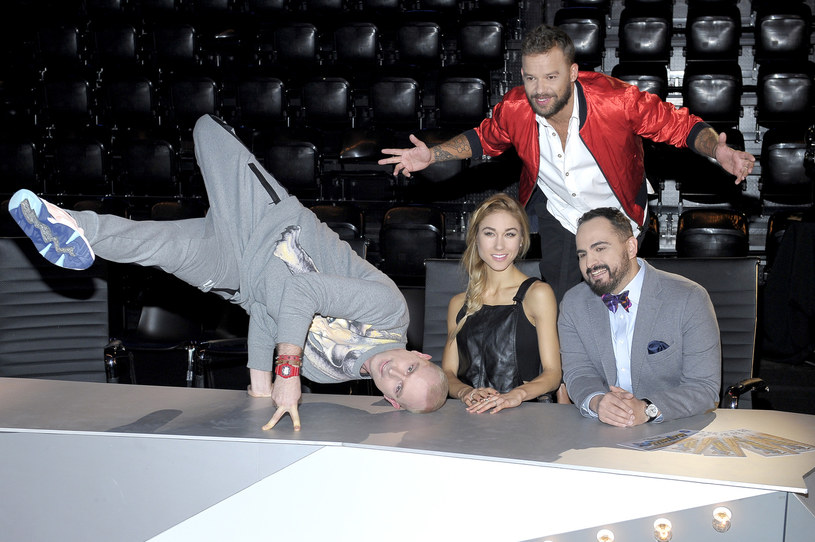 """Casting w Gdańsku zaskoczył wszystkich. Co tam się działo? Jurorzy zostali zaproszeni na osiemnastkę, Michał stanął na scenie i chciał, by Agustin poprowadził go w tańcu, a także zapraszał tancerzy do innych programów! Jakich? Tego dowiecie się w środę, 24 lutego, w drugim odcinku """"You Can Dance - Po prostu tańcz!"""", w TVN."""