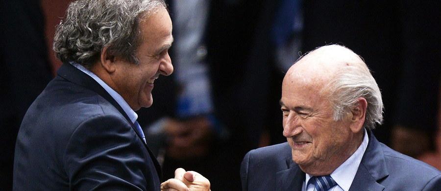 Komisja Odwoławcza FIFA zmniejszyła okresy dyskwalifikacji Michela Platiniego i Josepha Blattera z ośmiu do sześciu lat. Tym samym nie przychyliła się ani do wniosków samych zainteresowanych, którzy walczyli o anulowanie kary, ani do rekomendacji Komisji Etyki, która domagała się dożywotniej dyskwalifikacji zarówno dla 60-letniego szefa Europejskiej Unii Piłkarskiej (UEFA), jak i dla starszego o prawie 20 lat prezydenta FIFA. Działacze zostali wykluczeni z wszelkiej aktywności w futbolu z powodu podejrzeń korupcyjnych.