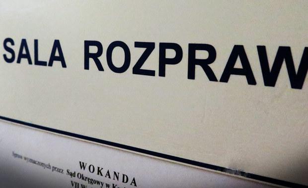 Na 25 i 15 lat więzienia krakowski sąd skazał mężczyzn, oskarżonych o zabójstwo właściciela lombardu w Krakowie w 2009 roku. 54-letni Marek S. i 29-letni Bartosz P. nie tylko zabili, ale też ukradli kosztowności warte ponad 100 tysięcy złotych. Obrona zapowiedziała, że odwoła się od wyroku.