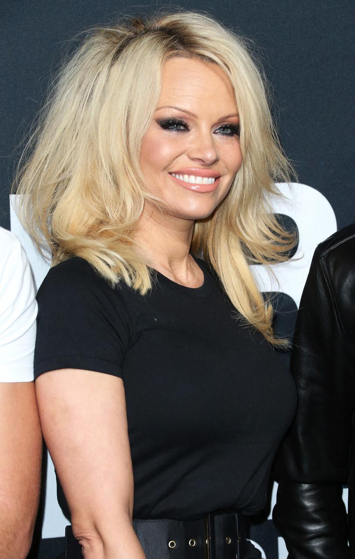 """Aktorka Pamela Anderson wyjawiła, że proponowano jej występ w remake'u """"Słonecznego patrolu"""". Jednak, jak sama przyznała, nie podoba jej się historia, jaką chcą opowiedzieć twórcy ."""