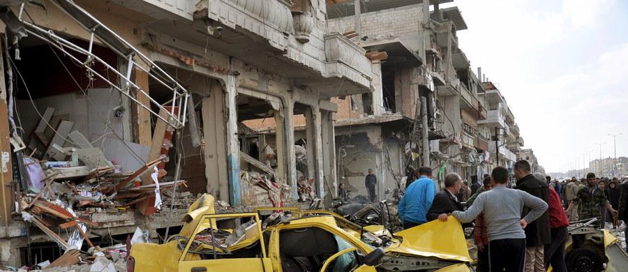 Rosyjskie lotnictwo prowadzi w piątek bardzo intensywne bombardowania bastionów rebeliantów w Syrii - poinformowało Obserwatorium. Kreml oświadczył, że siły rosyjskie kontynuują ataki na - jak podano - terrorystów, ale nie potwierdził piątkowych nalotów.