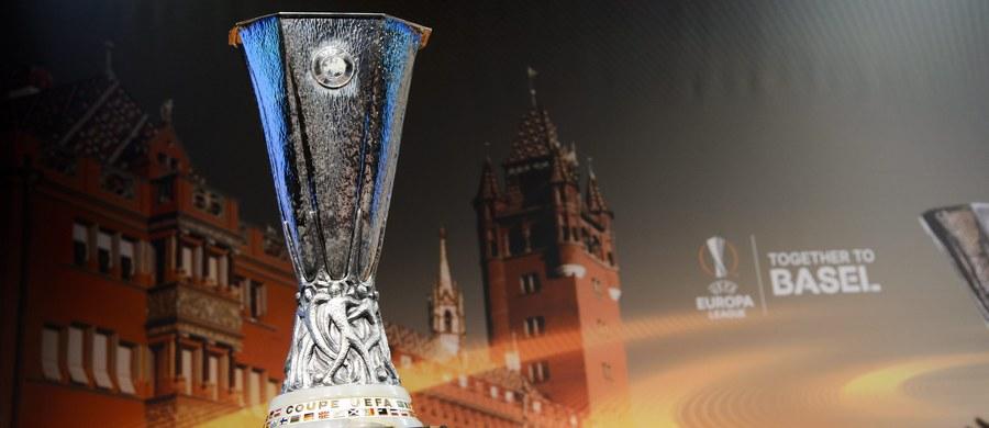 Liverpool trafił na Manchester United, a Borussia Dortmund Łukasza Piszczka - na Tottenham Hotspur w najciekawszych parach 1/8 finału Ligi Europejskiej. Losowanie odbyło się w Nyonie.