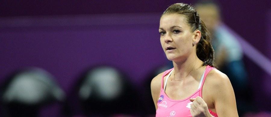 """Rozstawiona z """"trójką"""" Agnieszka Radwańska przegrała z hiszpańską tenisistką Carlą Suarez Navarro (8.) 2:6, 0:6 w półfinale turnieju WTA Premier w Dausze (pula nagród: 2 517 250 dolarów). Polka piąty raz dotarła do tego etapu katarskiej imprezy, ale jeszcze nigdy go nie przeszła."""