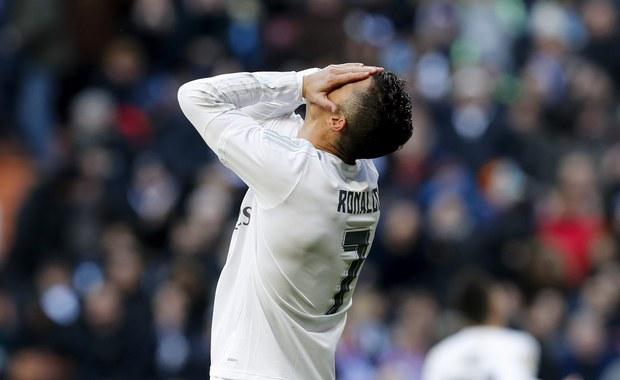 """Prestiżową porażkę ponieśli w sobotnie popołudnie piłkarze Realu Madryt. Zajmujący 3. miejsce w tabeli """"Królewski"""" przegrali na swoim stadionie z lokalnym rywalem i wiceliderem rozgrywek Atletico 0:1. Co więcej, podopieczni Zinedine'a Zidane'a nie zachwycili, choć mieli swoje okazje - pudłował m.in. Cristiano Ronaldo."""