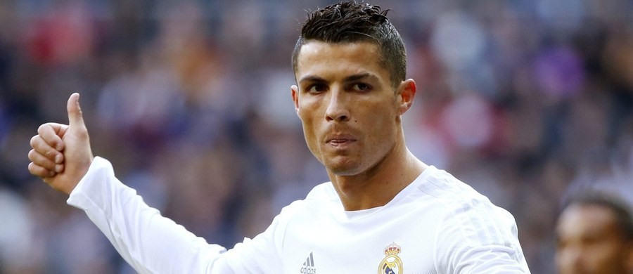 """""""Gdyby wszyscy grali na moim poziomie, to prowadzilibyśmy w lidze"""" - tak gwiazdor Realu Madryt Cristiano Ronaldo skomentował prestiżową porażkę swojej drużyny z lokalnym rywalem - Atletico. W 26. kolejce hiszpańskiej ekstraklasy zajmujący 3. miejsce w tabeli """"Królewscy"""" ulegli wiceliderowi na własnym stadionie 0:1. Po spotkaniu wściekły Portugalczyk nie szczędził kolegom z zespołu gorzkich słów."""