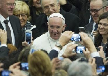 """Papież o kryzysie migracyjnym: Grecja i kraje """"pierwszej linii"""" potrzebują pomocy"""