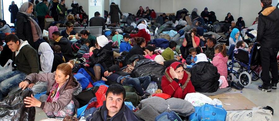 """Okazywane przez migrantów paszporty, wystawione na terenach zajętych przez dżihadystyczne Państwo Islamskie, są przez niemieckie władze uznawane za nieważne - poinformował rzecznik MSW w Berlinie, potwierdzając doniesienia tygodnika """"Der Spiegel""""."""