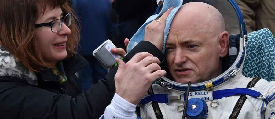 Po 340 dniach na Międzynarodowej Stacji Kosmicznej (ISS) Amerykanin Scott Kelly i Rosjanin Michaił Kornijenko powrócili na Ziemię. Kapsuła z nimi i trzecim członkiem załogi ISS, Rosjaninem Siergiejem Wołkowem wylądowała rano w Kazachstanie.