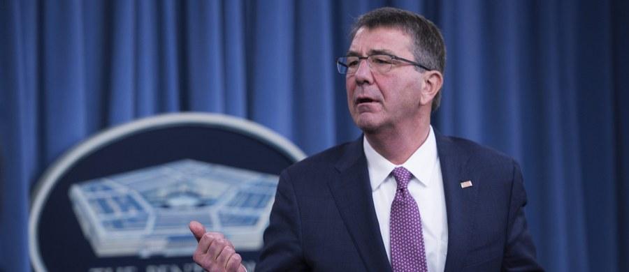 """Pentagon zapowiedział, że zaprosi w przyszłym miesiącu sprawdzonych hakerów z zewnątrz, by przetestowali bezpieczeństwo niektórych portali internetowych departamentu obrony USA. Odbędzie się to w ramach pilotażowego projektu, pierwszego tego rodzaju, pod nazwą """"Zhakować Pentagon""""."""