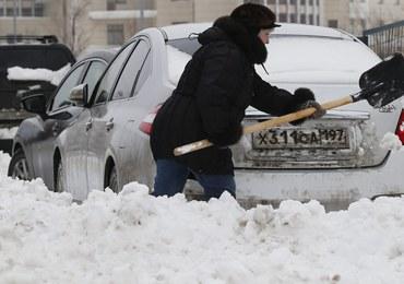 Moskwa sparaliżowana śniegiem. Stolicę Rosji pokryła półmetrowa warstwa śniegu