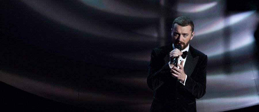 """Sam Smith zdobył statuetkę za najlepszy utwór na tegorocznym rozdaniu Oscarów. Okazuje się jednak, że nie był do końca zadowolony z przebiegu gali. Wokalista przyznał, że nienawidzi swojego wykonania """"Writing's On The Wall"""" na scenie."""