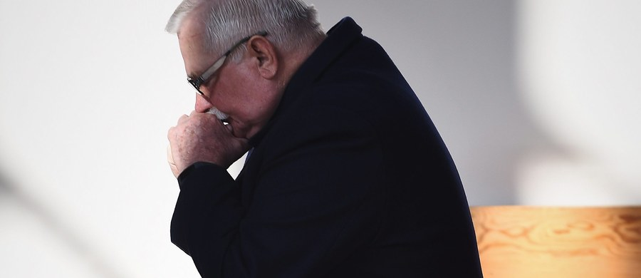 Działania IPN związane z udostępnieniem akt znalezionych w domu gen. Czesława Kiszczaka mogą naruszać konstytucyjne prawo do autonomii informacyjnej byłego prezydenta Lecha Wałęsy - uznał RPO Adam Bodnar. List skierował do prezesa Instytutu. IPN zapowiada, że przedstawi stanowisko w tej sprawie.