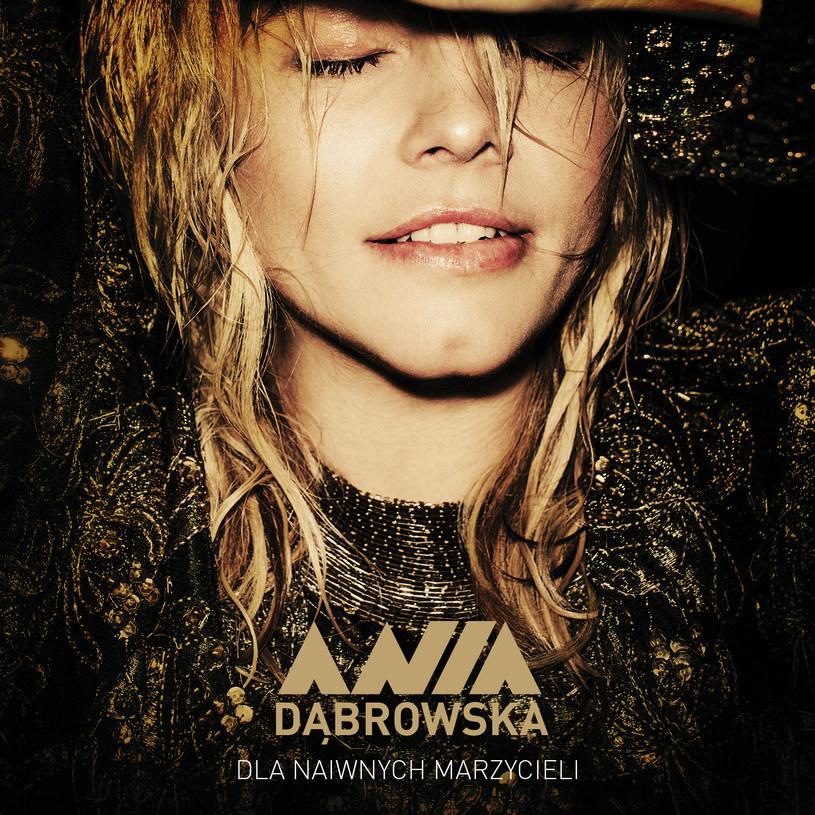 """Na poprzedniej płycie śpiewała, że """"bawi się świetnie"""", na tej - """"że oddycha"""". Cztery lata po ostatnim albumie, i z pomocą nowej muzycznej energii, Ania Dąbrowska wyraźnie łapie wiatr w żagle."""