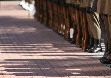 """MON o odejściach generałów z DGRSZ: """"Kapitanowie uciekają ze statków"""""""