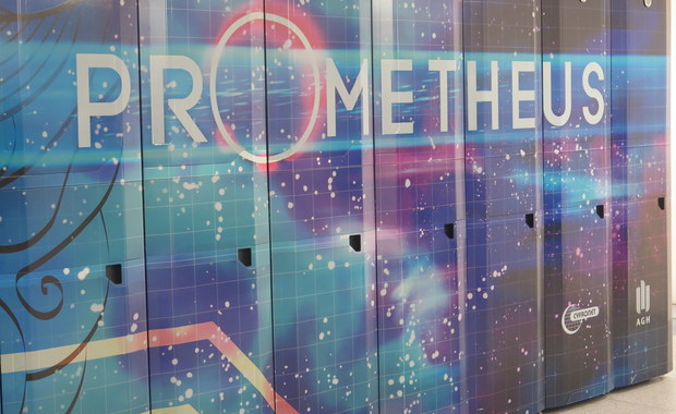 """Daje naukowcom możliwość """"robienia nauki"""" na niespotykanym do tej pory poziomie – mówi Marek Magryś z Akademickiego Centrum Komputerowego AGH. Chodzi o dopiero co rozbudowany superkomputer Prometheus. To 39. pod względem szybkości komputer na świecie!"""