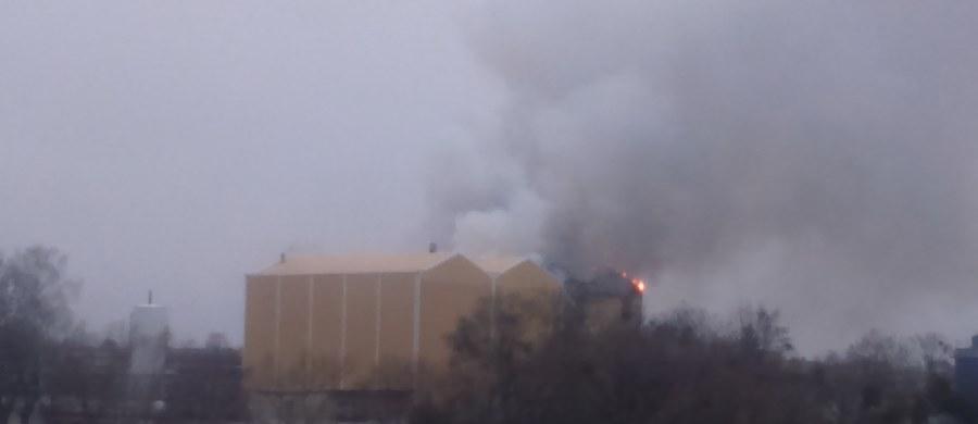 Browar Namysłów zapalił się w miejscowości Braniewo w województwie warmińsko-mazurskim. Na miejscu działało kilkanaście jednostek straży pożarnej. Zgłoszenie i zdjęcia dostaliśmy na Gorącą Linię RMF FM.
