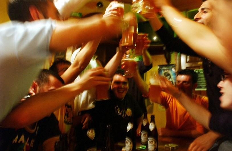Są nieodłącznym elementem każdej imprezy – w końcu zawsze trzeba znaleźć jakiś pretekst do picia, bo bez powodu piją tylko ci, którzy mają z tym problem. Te teksty znacie na pewno!