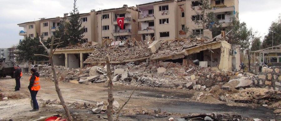 Jak poinformowało Syryjskie Obserwatorium Praw Człowieka, na obszarach Syrii, na których obowiązuje od tygodnia rozejm, zginęło do tej pory 135 osób. Natomiast na terenach, które nie są objęte porozumieniem, życie straciło w tym czasie 552 osób.