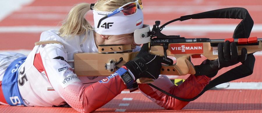 W Oslo na dobre rozpoczęły się mistrzostwa świata w biathlonie. W pierwszej konkurencji, czyli sztafecie mieszanej, w czwartek i tak byliśmy bez szans na dobre miejsce, ale już w sprincie kobiet liczyliśmy na dobry występ naszych dziewczyn. A tymczasem Polki otarły się o kompromitację.