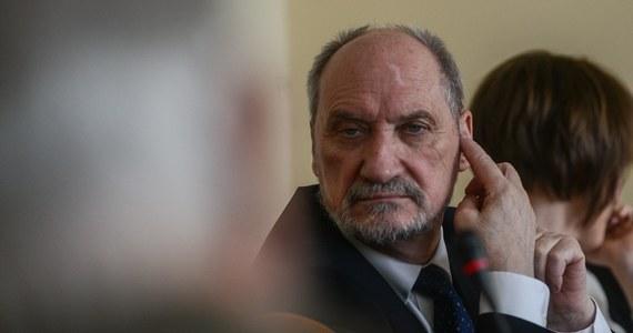 Jutro w Warszawie rozpocznie się pierwsze posiedzenie podkomisji, którą MON powołało do ponownego zbadania katastrofy smoleńskiej. Jej członkowie odbiorą nominacje, a następnie zajmą się przede wszystkim analizą zgromadzonych dokumentów.