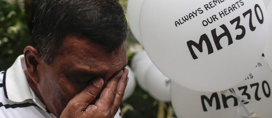 Rodziny 12 chińskich pasażerów malezyjskiego boeinga, który zaginął dwa lata temu w czasie lotu, złożyły dziś pozwy w sądzie w Pekinie przeciwko przewoźnikowi - towarzystwu Malaysia Airlines. Krewni zdecydowali się na to w przeddzień drugiej rocznicy zaginięcia maszyny i upłynięcia terminu, w którym zgodnie z prawem mogli złożyć pozew.