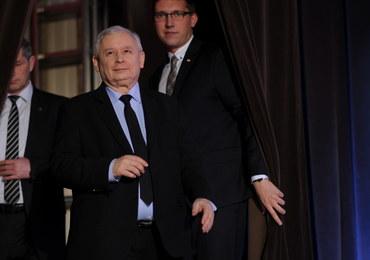 """Emocjonalne wystąpienie Jarosława Kaczyńskiego. Mówił o """"wielkiej koalicji antypisowskiej"""" i KOD"""