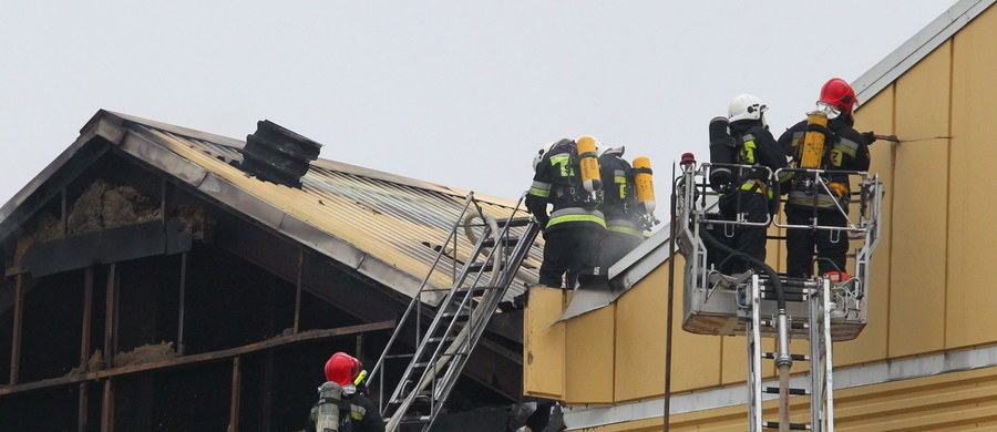 Nawet kilka milionów złotych mogą sięgnąć straty po pożarze magazynu w browarze w Braniewie w województwie warmińsko-mazurskim. W sobotę zapaliła się jedna z hal ze zbiornikami z piwem.