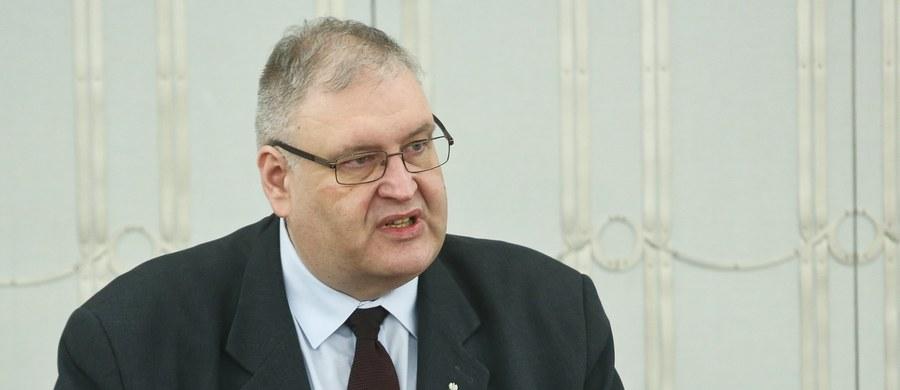Prokuratorem Krajowym, w randze zastępcy Prokuratora Generalnego został Bogdan Święczkowski, dotychczasowy wiceminister sprawiedliwości, który współtworzył zmiany w przepisach łączące na powrót prokuraturę z rządem. Pozostałymi zastępcami Zbigniewa Ziobry w pionie prokuratorskim zostali Marek Pasionek, Krzysztof Sierak, Robert Hernand i Dariusz Gabrel - podano na stronach Prokuratury Krajowej.