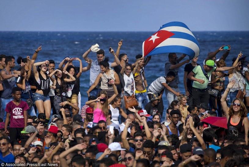 6 marca na Kubie doszło do pierwszego występu amerykańskiego zespołu na Kubie po ponownym nawiązaniu stosunków dyplomatycznych. Przed gigantyczną publicznością za darmo wystąpił zespół Major Lazer.