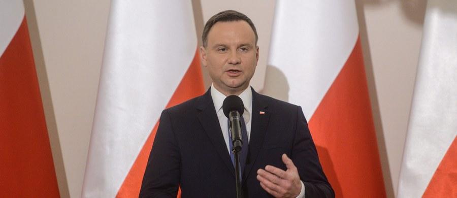W środę zbierze się Rada Bezpieczeństwa Narodowego zwołana po raz pierwszy przez prezydenta Andrzeja Dudę. W spotkaniu mają wziąć udział szefowie wszystkich ugrupowań politycznych w parlamencie.