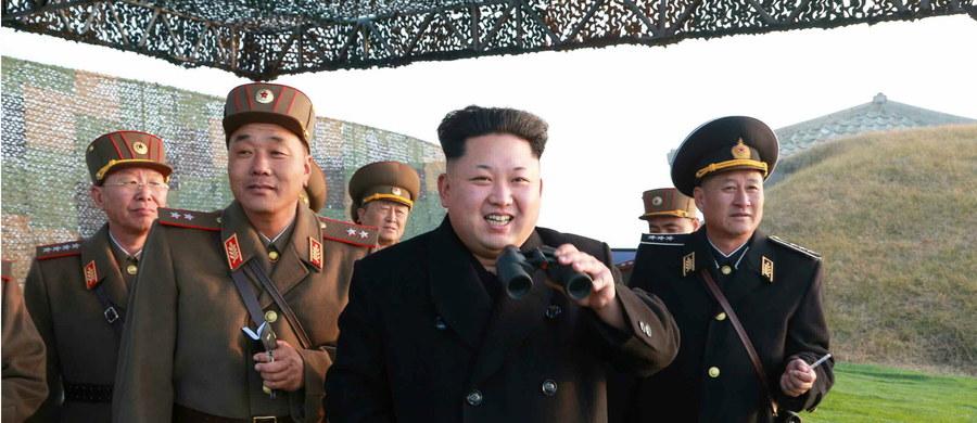 Korea Północna zminiaturyzowała głowice jądrowe w celu wyposażenia międzykontynentalnych pocisków balistycznych - poinformował przywódca tego kraju Kim Dzong Un, cytowany przez oficjalną agencję KCNA.