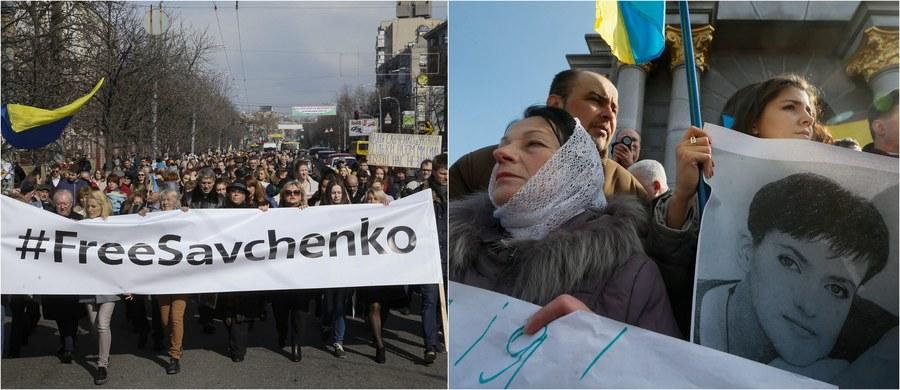 Ogłaszanie wyroku w procesie ukraińskiej lotniczki Nadii Sawczenko rozpocznie się 21 marca i potrwa dwa dni - poinformował sędzia na posiedzeniu w Doniecku w obwodzie rostowskim w południowej Rosji. Według jego słów, sąd udaje się obecnie na naradę w celu uzgodnienia wyroku. Ukrainka jest oskarżona o współudział w zabójstwie dwóch rosyjskich dziennikarzy w czasie walk w Donbasie w 2014 roku. W swym ostatnim słowie powiedziała, że nie przyznaje się do winy i nie będzie odwoływać się od wyroku skazującego.