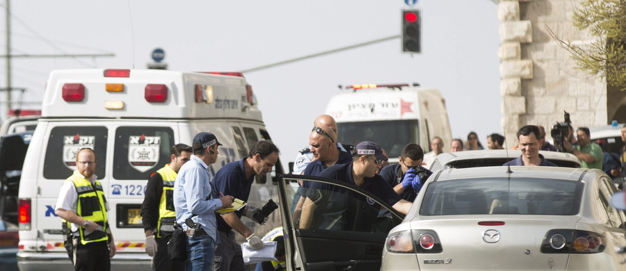 Dwóch Palestyńczyków ostrzelało autobus w żydowskiej dzielnicy Jerozolimy, a na Zachodnim Brzegu Jordanu palestyński nożownik usiłował zabić izraelskich żołnierzy. Wszystkich trzech napastników zastrzeliły izraelskie siły bezpieczeństwa.