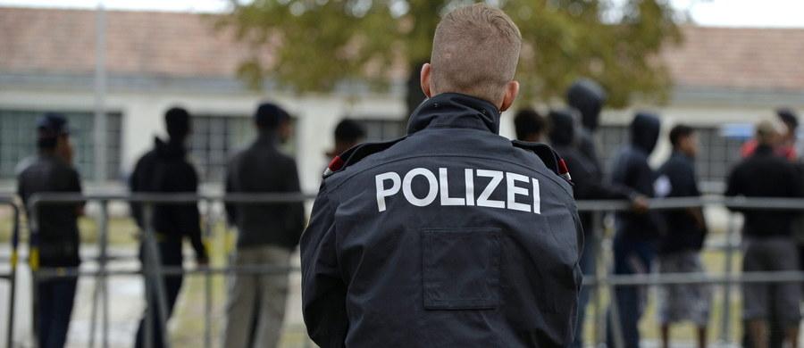 Policja z Innsbrucku w Austrii zatrzymała 18-letniego mieszkańca ośrodka dla uchodźców, który brutalnie zgwałcił 52-letnią kobietę. Mężczyzna wpadł, bo nalegał, by jego ofiara zapisała numer telefonu do niego.