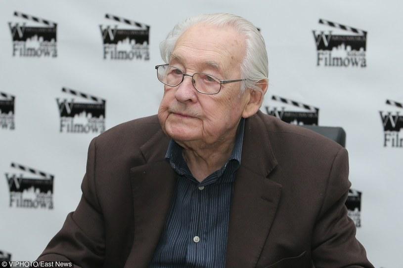 """To moja najcenniejsza nagroda - tak cegłę przyznaną mu przez dziennikarzy w 1977 r. wbrew nieoficjalnemu zakazowi władz za """"Człowieka z marmuru"""" określił w środę, 9 marca, Andrzej Wajda na spotkaniu z widzami w Warszawie. Odbyło się ono w ramach obchodów 90. urodzin reżysera."""
