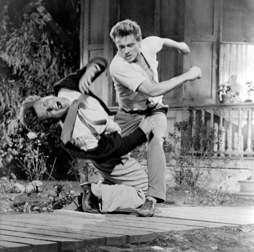 """Aktor Richard Davalos zmarł we wtorek, 8 marca, w wieku 85 lat. Jego najsłynniejszą filmową kreacją była rola brata Jamesa Deana w filmie """"Na wschód od Edenu""""."""