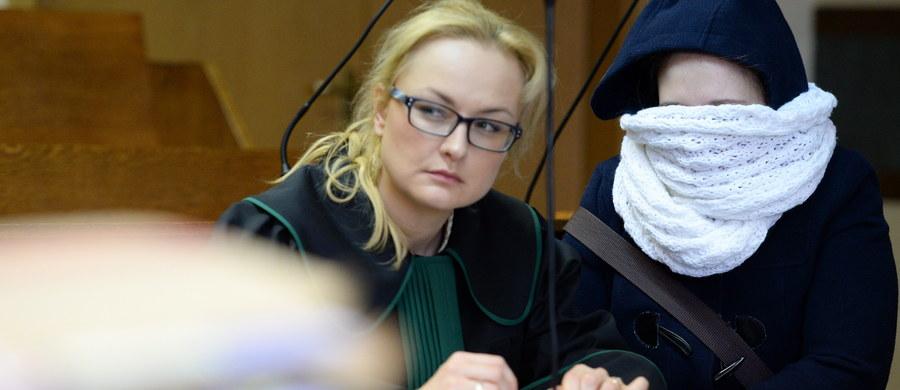 8 miesięcy w zawieszeniu na 5 lat – to wyrok kieleckiego sądu w sprawie Eweliny C., pierwszej w Polsce kobiety objętej ustawą o bestiach. C. została oskarżona m.in. o naruszenie nietykalności cielesnej i znieważenie pielęgniarki i ratownika medycznego
