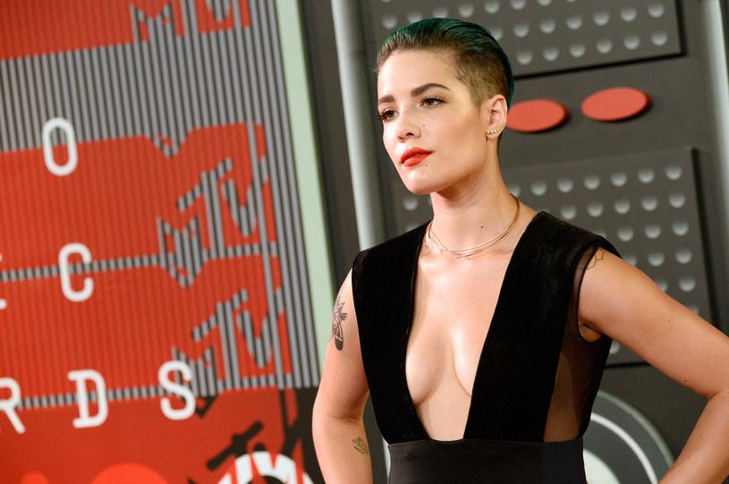 Amerykańska wokalistka Halsey wyznała, że w przeszłości cierpiała na chorobę dwubiegunową, przez co jako nastolatka próbowała popełnić samobójstwo.