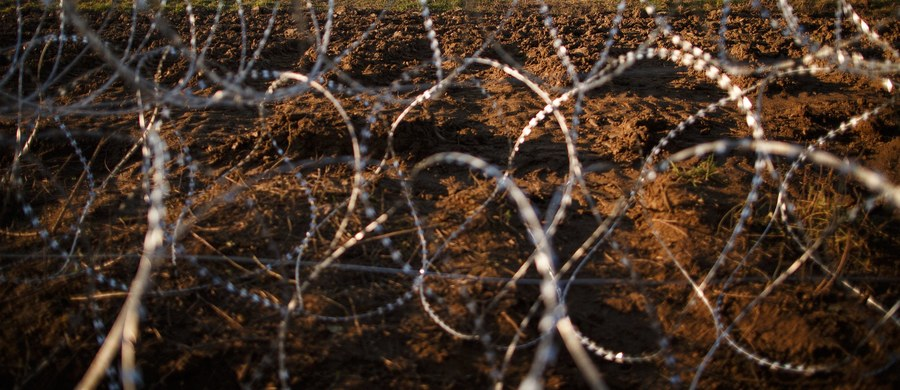 Łotwa i Estonia planują wzniesienie ogrodzenia na swych granicach z Rosją. Chcą w ten sposób zwiększyć bezpieczeństwo regionu bałtyckiego i móc lepiej kontrolować napływ uchodźców, którzy próbują dostać się nielegalnie do strefy Schengen.