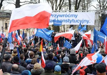 """Marsze protestacyjne w Warszawie i innych miastach. """"Łamana jest konstytucja"""", """"Doszliśmy do ściany"""""""