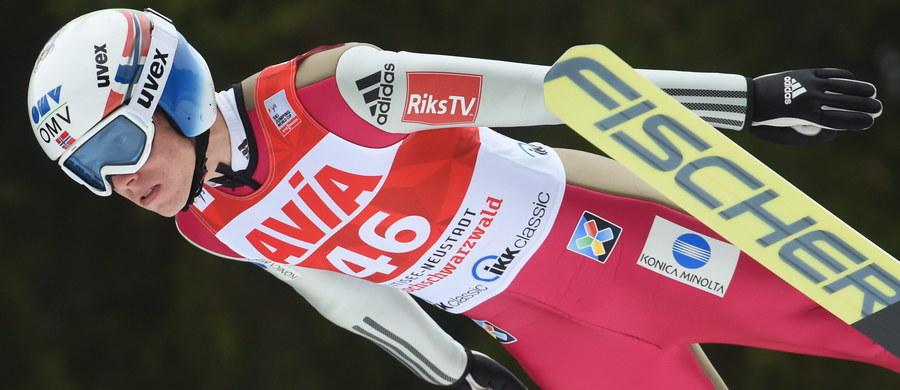 Kamil Stoch zajął 13. miejsce w sobotnim konkursie Pucharu Świata w skokach narciarskich w niemieckim Titisee-Neustadt. Zwyciężył Norweg Johann Andre Forfang, wyprzedzając Słoweńca Petera Prevca, który zagwarantował sobie już Kryształową Kulę, oraz kolegę z drużyny Kennetha Gangnesa.